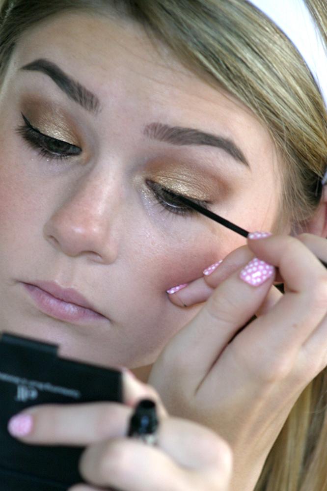 AnnaSophia Robb Makeup Tutorial: Eyeliner