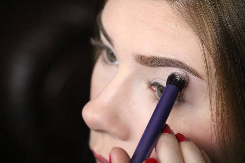 Eye makeup tutorial - Step 1 // sandsunandmessybuns.com