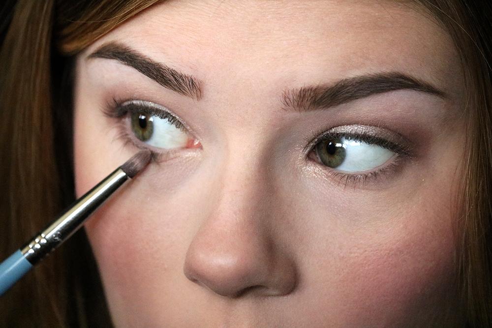 Eye makeup tutorial - Step 4 // sandsunandmessybuns.com