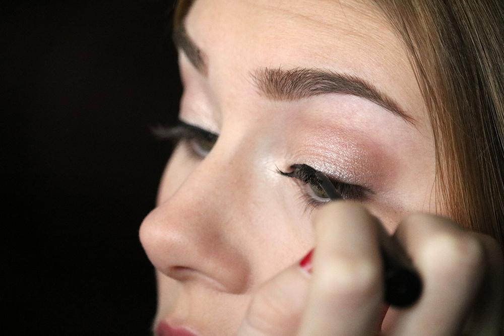 Eye makeup tutorial - Step 5 // sandsunandmessybuns.com