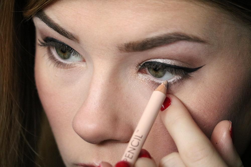 Eye makeup tutorial - Step 6 // sandsunandmessybuns.com