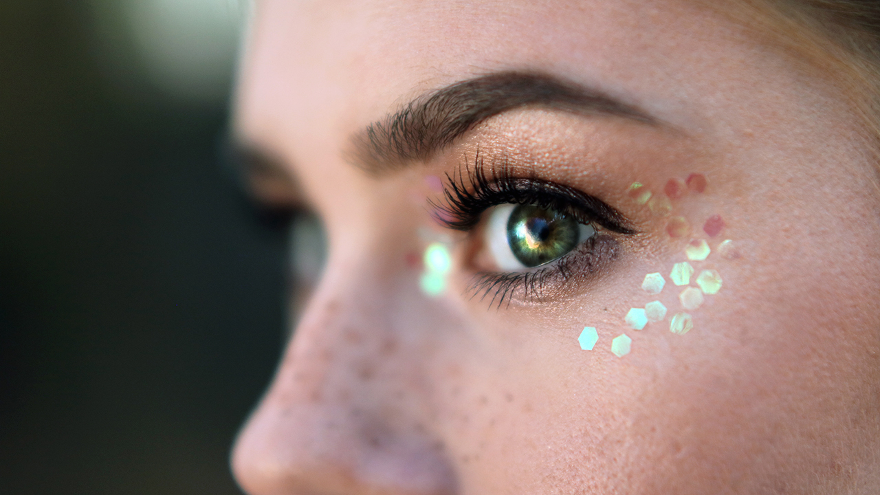 Sparkly eyes music festival makeup tutorial